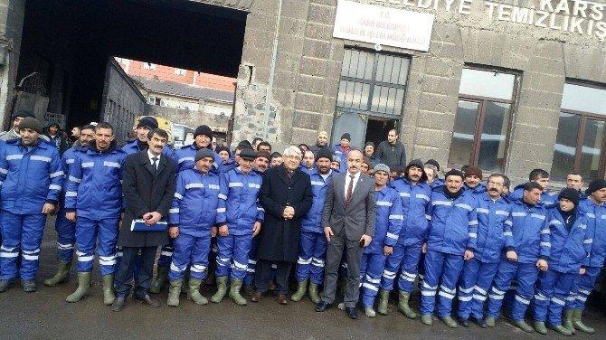 Kars Belediye Başkanlığı'ndan 120 Temizlik İşçine Kışlık Kıyafet
