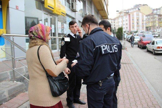 Polis, Genç Kadını İkinci Kez Dolandırılmaması İçin Zor İkna Etti