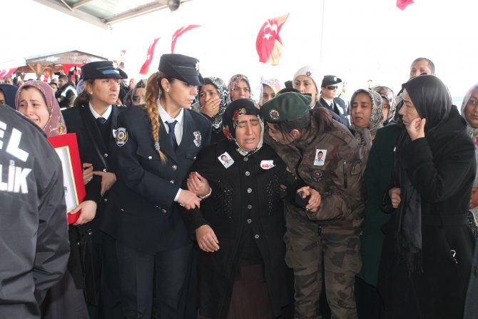 Şehit Özel Harekat polisi memleketi Gaziantep'te toprağa verildi