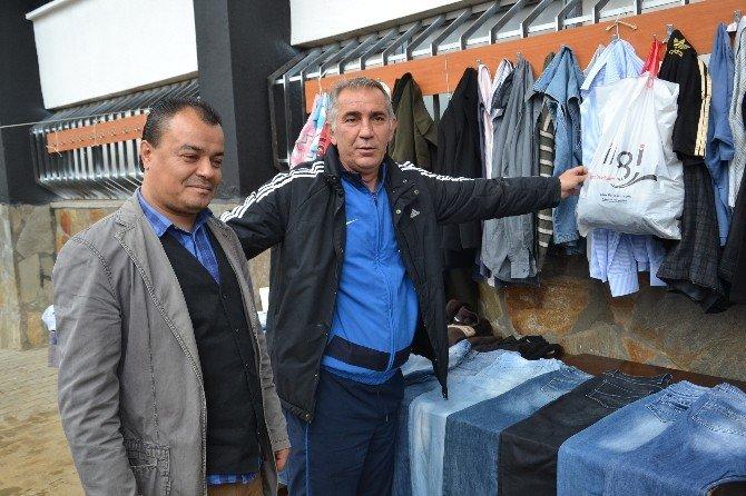 Nazilli'de Futbolculardan 'Askıda Elbise' Kampanyasına Destek