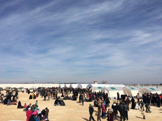 Suriyelilerin Sınırdaki Bekleyişi Sürüyor