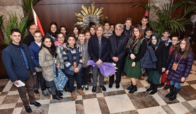 TEOG Sınavında Başarılı Olan Öğrencilere İstanbul Gezisi