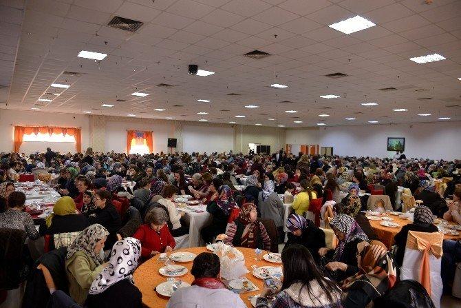Başkan Ataç, Son Bilgilendirme Toplantısında Kadınlarla Bir Araya Geldi