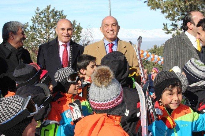 Mustafa Ilıcalı'dan Korkut'a Kayak Teşekkürü
