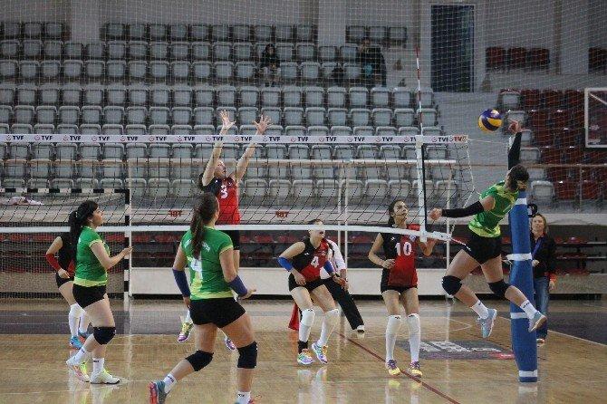 Yalova'da Voleybol Terfi Maçları Başladı