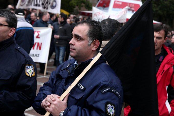 Yunanistan'da 2 bin 500 üniformalı, gösteri düzenledi