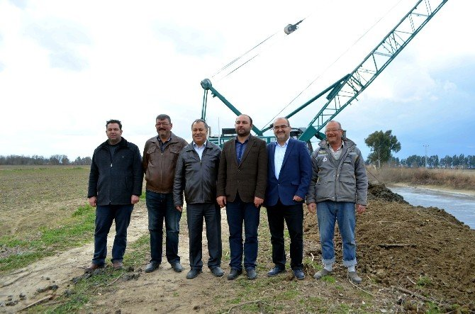 Büyük Menderes Nehri'nde Islah Çalışmaları Söke Ovası'nda Devam Ediyor