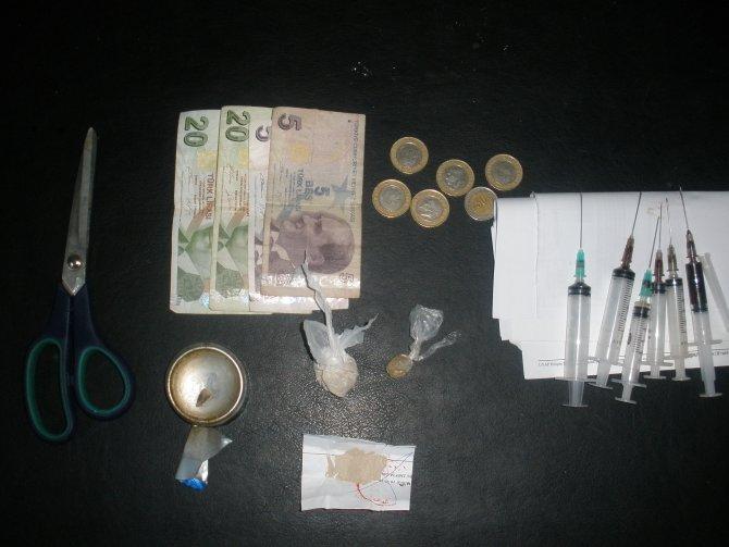 Adana'da 8 zehir taciri tutuklandı