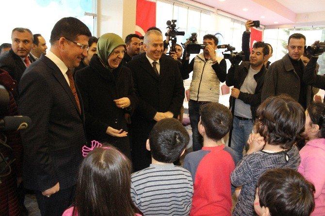 Bakan Ramazanoğlu, Çocuklarla 'Çember' Oynadı