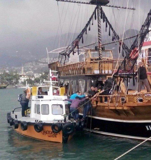 Alanya'da Tur Teknesinde Panik