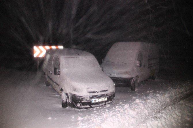 Kazdağlarında Kar Nedeniyle Çok Sayıda Araç Mahsur Kaldı