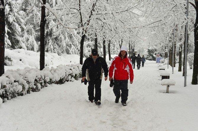 Başkent Parklarında Kar Sefası