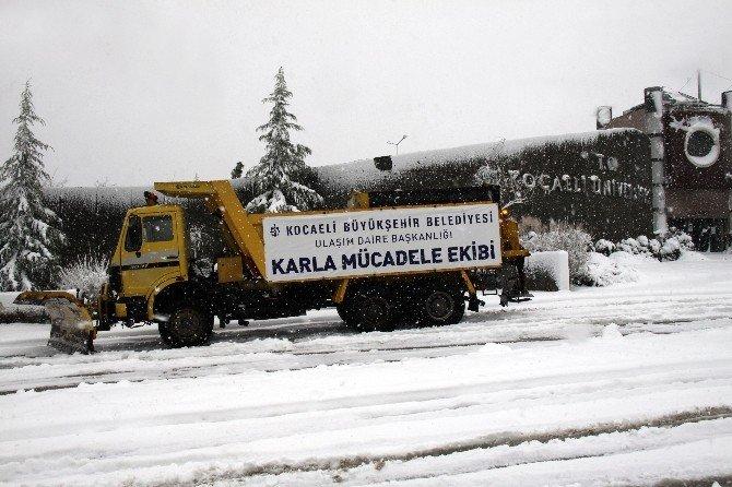 Kocaeli'de Kar Yağışı Etkisini Arttırdı