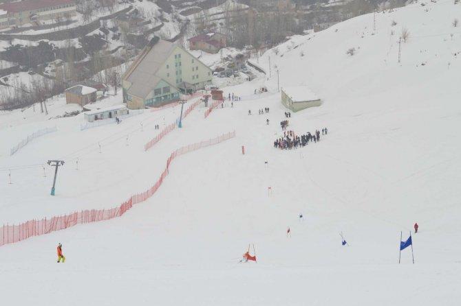 Bitlis'teki kayak yarışları renkli görüntülere sahne oldu