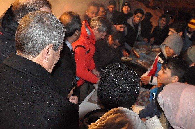 Bitlis'te Meşaleli Kayak Gösterisi
