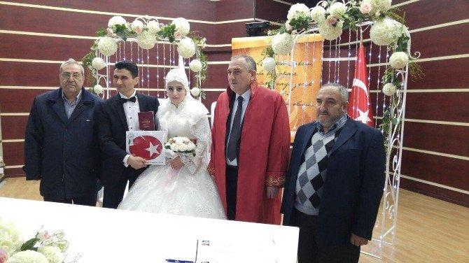 Belediye Başkanının Yeğeni Suriyeli Gelin Getirdi