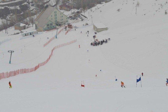 Bitlis'te Valilik Kupası Kayak Yarışması