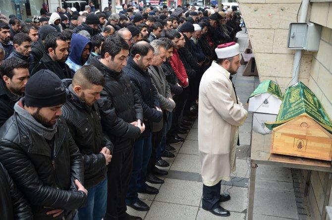 Suriyeli kardeşler yan yana toprağa verildi