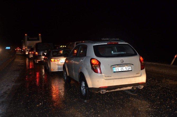 Yüzlerce Araç Yolda Mahsur Kaldı