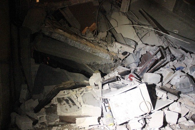 Suriyelilerin Kaldığı 3 Katlı Bina Çöktü