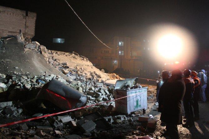 Gaziantep'te Suriyelilerin kaldığı 3 katlı bina çöktü, faciadan dönüldü