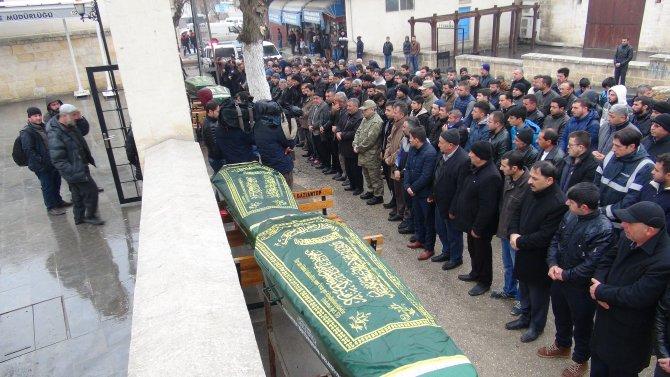 Gaziantep'te aile katliamının kurbanları defnedildi, firari zanlı aranıyor