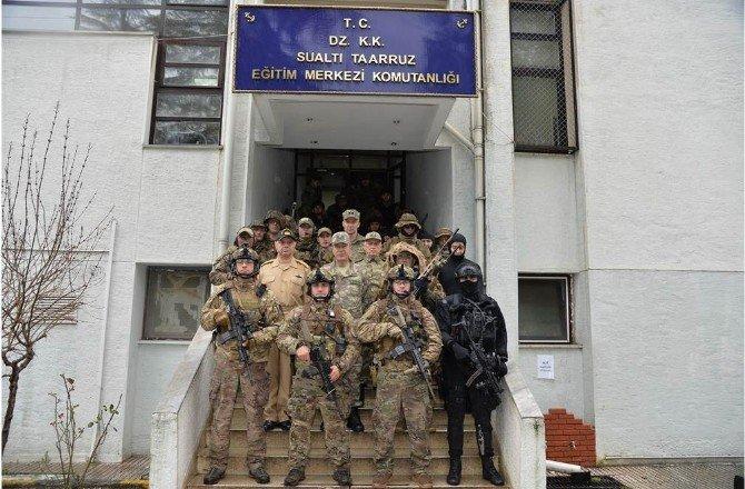 Genelkurmay Başkanı Orgeneral Akar, SAT Ve SAS Grup Komutanlıklarını Denetledi