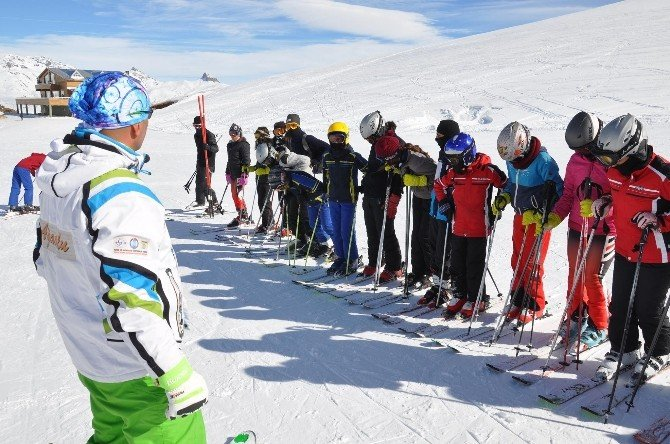 Hakkarili Kayakçılar Türkiye Finaline Hazırlanıyor