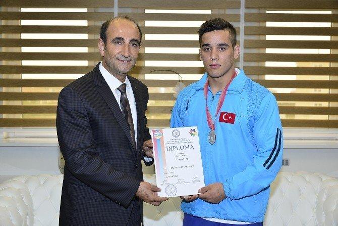 Türk Güreşine Yıldırım Damgası