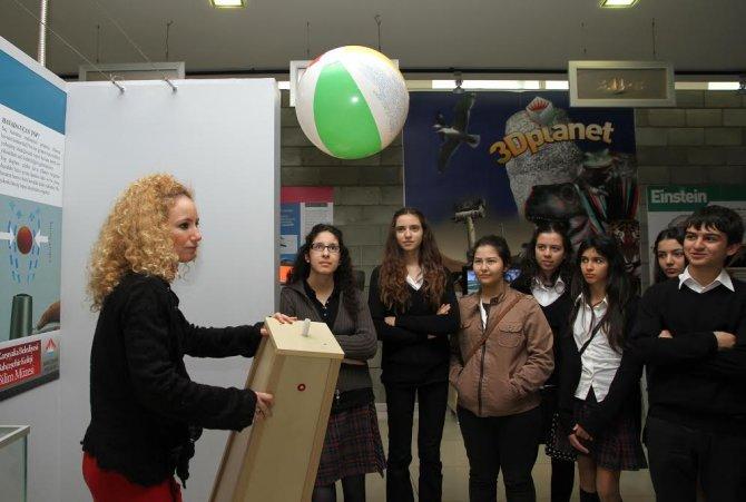 Karşıyaka Bilim Müzesi'ne ziyaretçi akını
