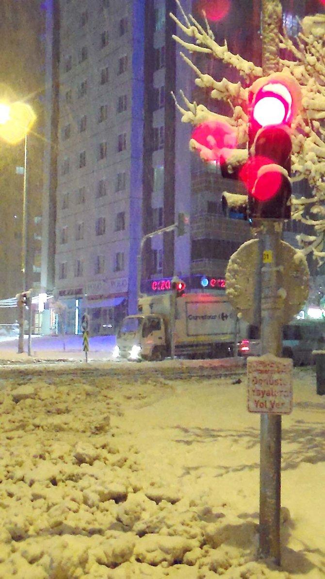 Kayseri'de kar yağışı etkili oluyor