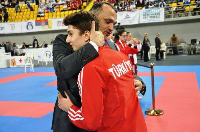 Karateciler ilk günü 7 altın, 1 gümüş ve 2 bronz madalya ile tamamladı