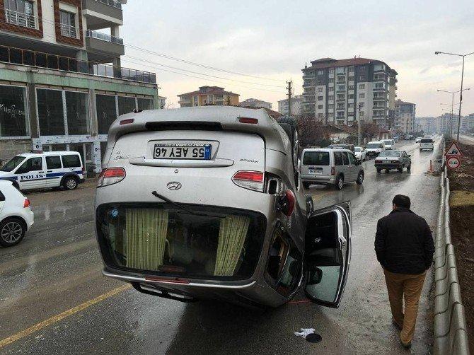 Ters Dönüp Sürüklenen Minibüsün Sürücüsü Yara Almadan Kurtuldu