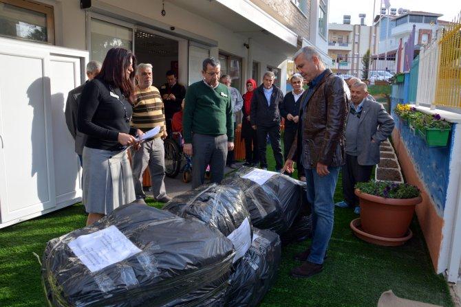 Huzurevi sakinleri, Mehmetçik'e moral için hediye kolisi gönderdi