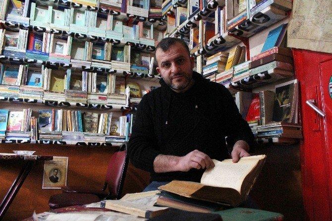 Kitap Hevesi Özel Kütüphane Kurdurdu