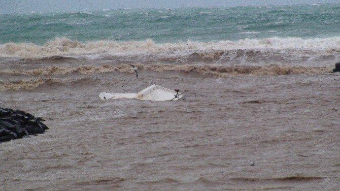 Riva'da Dere Taştı, 3 Tekne Battı