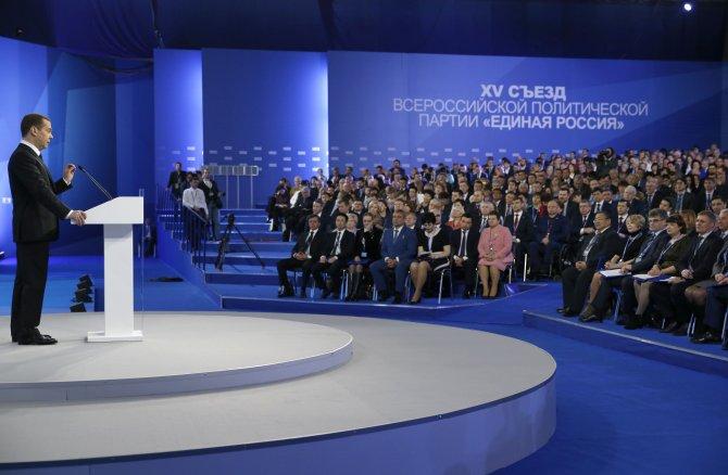Medvedev'den tasarruf çağrısı: Yeni kamu binası inşa edecek gücümüz yok