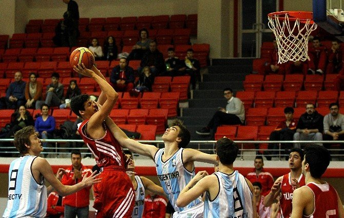 Uluslararası Yıldız Erkekler Basketbol Turnuvası