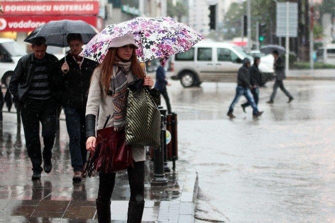 Adana'da Güneşe Yağmur Molası