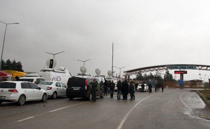 Sınırın Suriye Tarafında Çadır Kent Kuruluyor