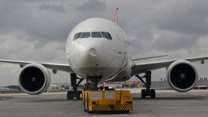 Kuş çarpması sonucu uçağın burnu çöktü