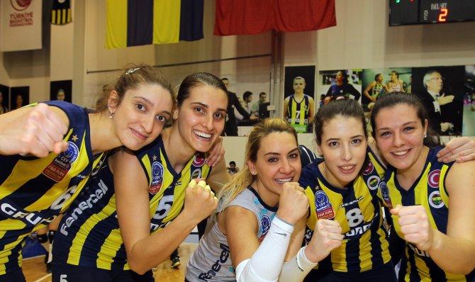 Fenerbahçe Grundig: 3 - Vakıfbank: 2