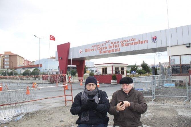 Hasan Cemal tutuklu meslektaşlarına seslendi: Bu dünya despotlara kalmaz!