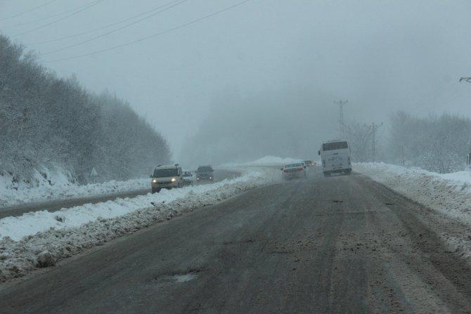 Ereğli'nin yüksek kesimlerine kar yağdı