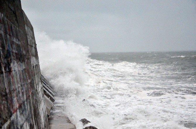 Olumsuz Hava Koşulları Karadenizi Coşturdu