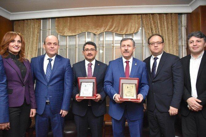 Yılın Milletvekili Özdağ, Yılın Belediye Başkanı Çelik Seçildi