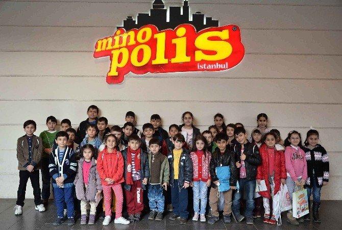 Yetim Ve Öksüz Çocuklar Minopolis'te Eğlendi