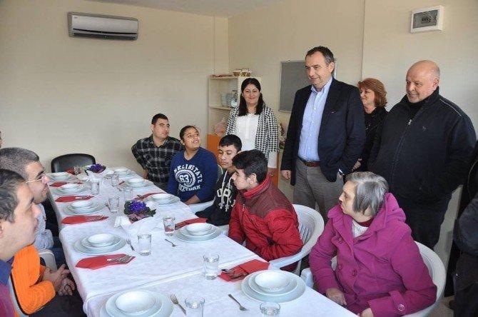 Ayvalık Belediyesi, Zihinsel Engellileri Meslek Sahibi Yapıyor