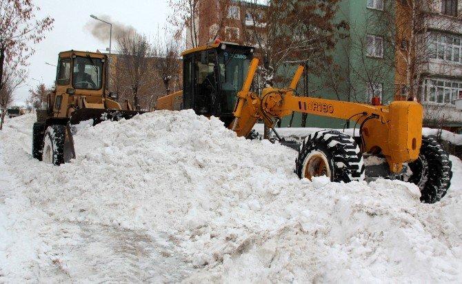 Doğu'da Kar Ve Tipi Yolları Kapadı