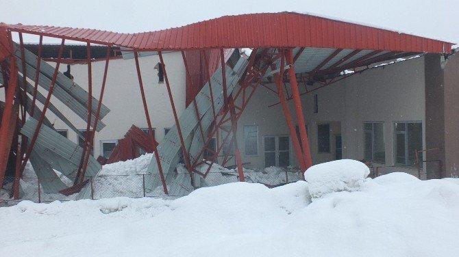 İnşaat Halindeki Sebze Halinin Çatısı Çöktü